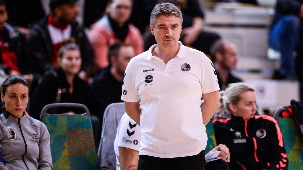 Laurent Bezeau, l'entraineur des handballeuses de Brest