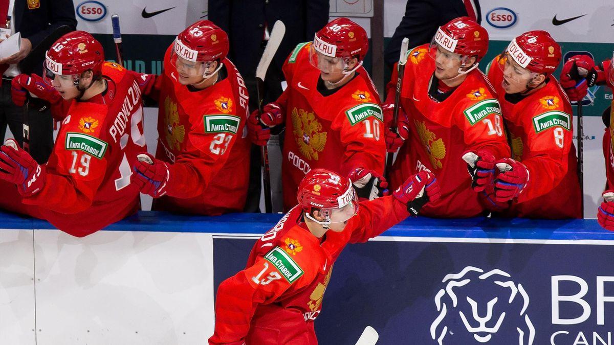 Василий Пономарев празднует гол в четвертьфинале