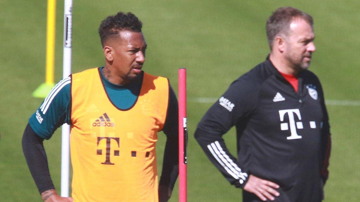 Training beim FC Bayern: Jérôme Boateng und Hans-Dieter Flick