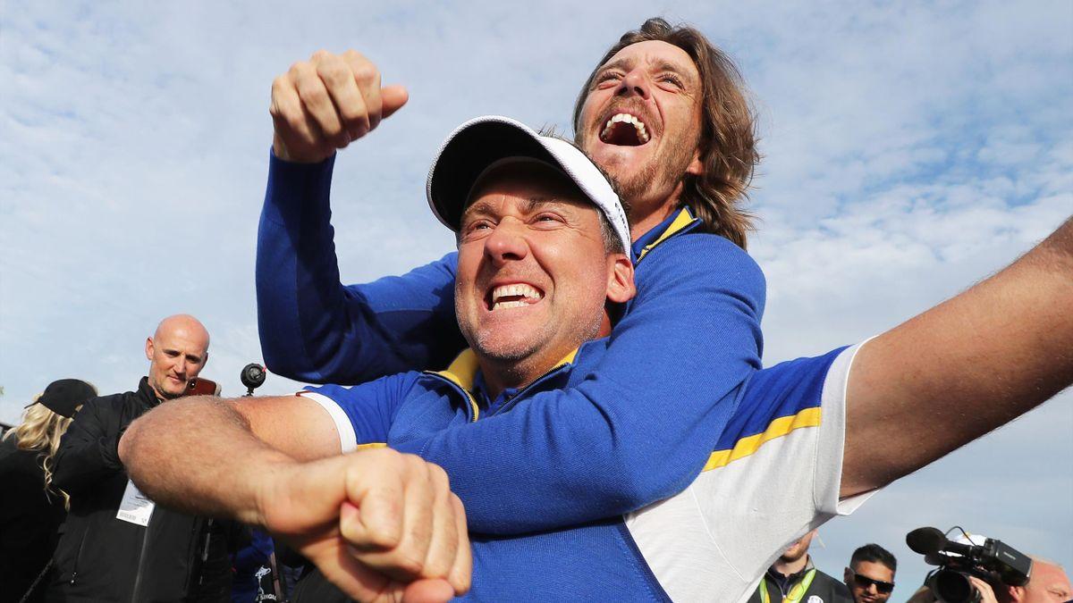 Ian Poulter et Tommy Fleetwood après le succès de l'Europe lors de la Ryder Cup 2018.