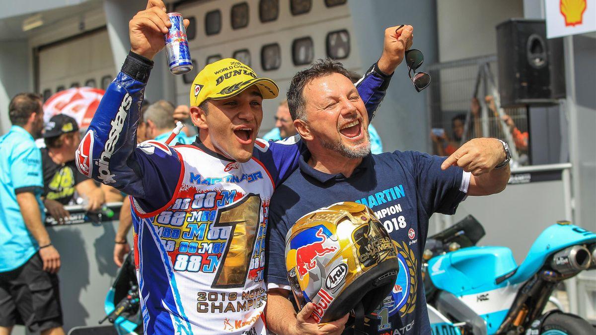 Jorge Martin insieme a Fausto Gresini celebra la vittoria nel Mondiale 2018