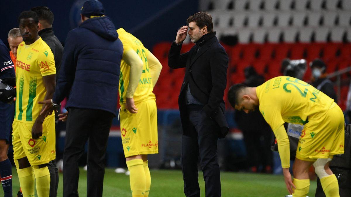 Mauricio Pochettino au milieu des joueurs de Nantes
