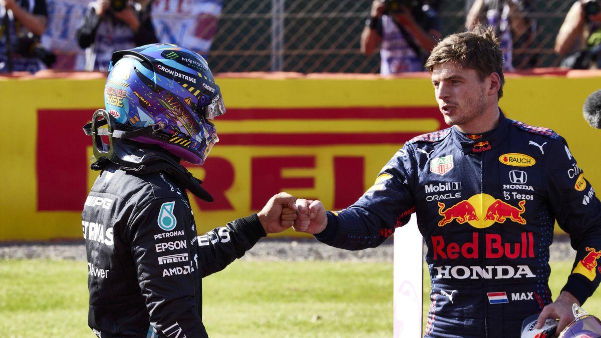 Max Verstappen (rechts) und Lewis Hamilton kämpfen um den F1-WM-Titel 2021