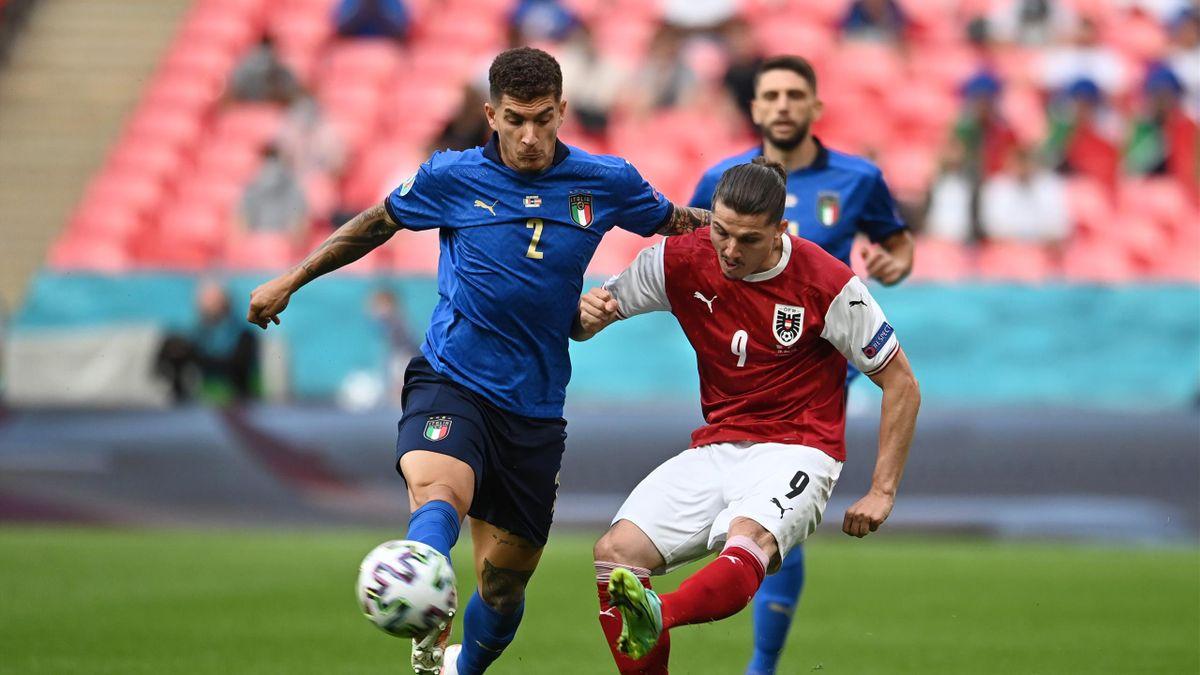 Marcel Sabitzer (Autriche) et Giovanni Di Lorenzo (Italie), à la lutte, en huitième de finale de l'Euro 2020 - 26/06/21