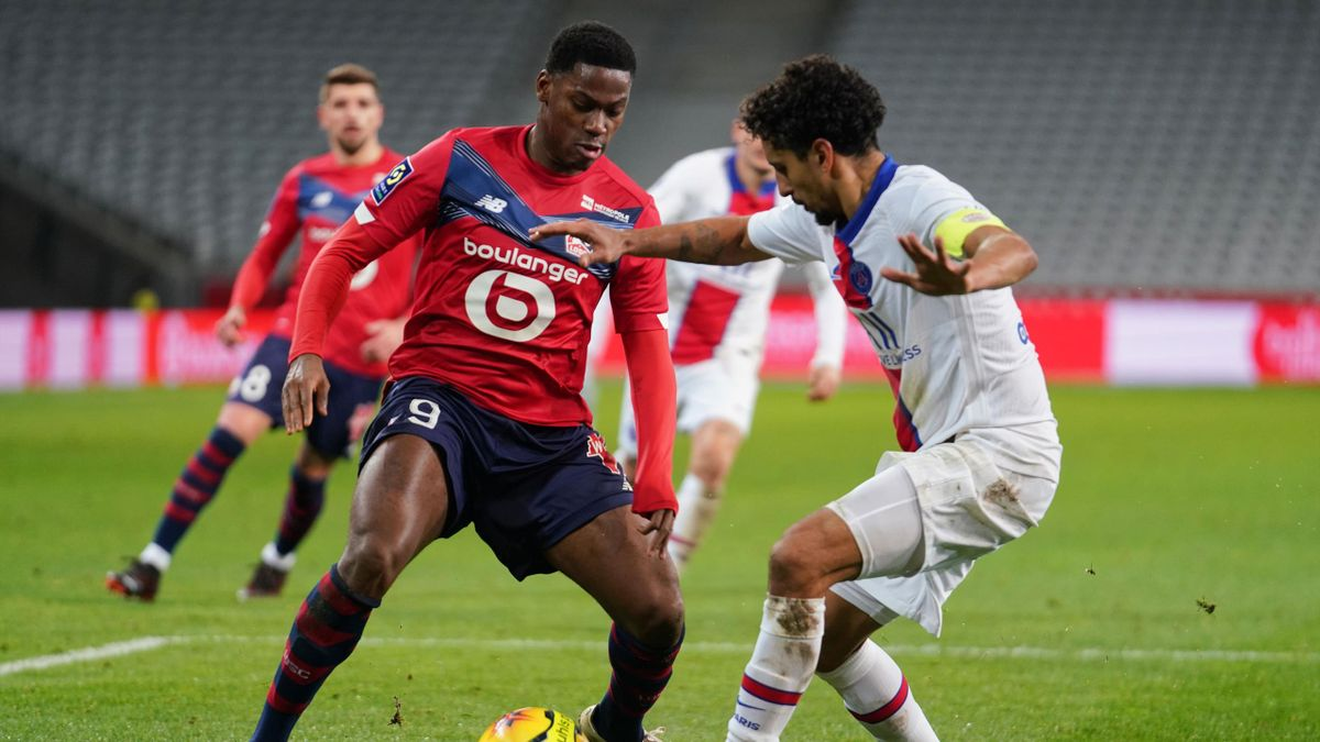 onathan David of Lille OSC faces Marquinhos of Paris SG during the Ligue 1 match between Lille OSC (LOSC) and Paris Saint-Germain (PSG) at Stade Pierre Mauroy on December 20, 2020 i