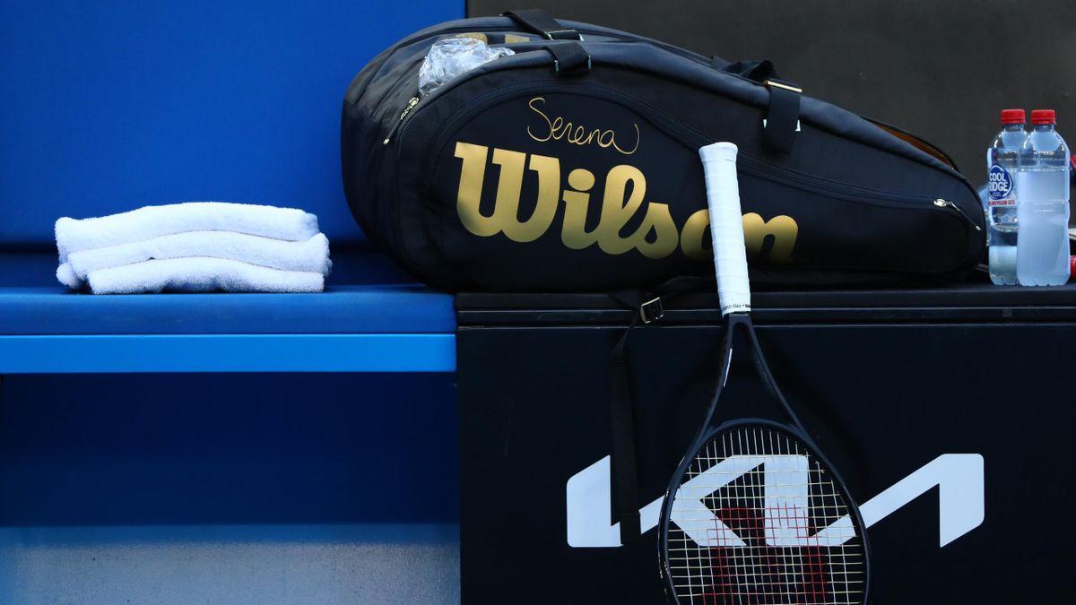 Теннисная ракетка и сумка