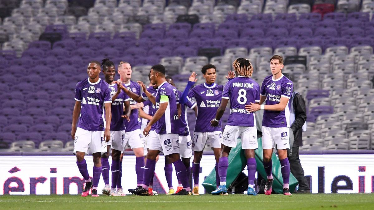 Les Toulousains fêtent un but lors du prébarrage de Ligue 2 contre Grenoble (3-0)