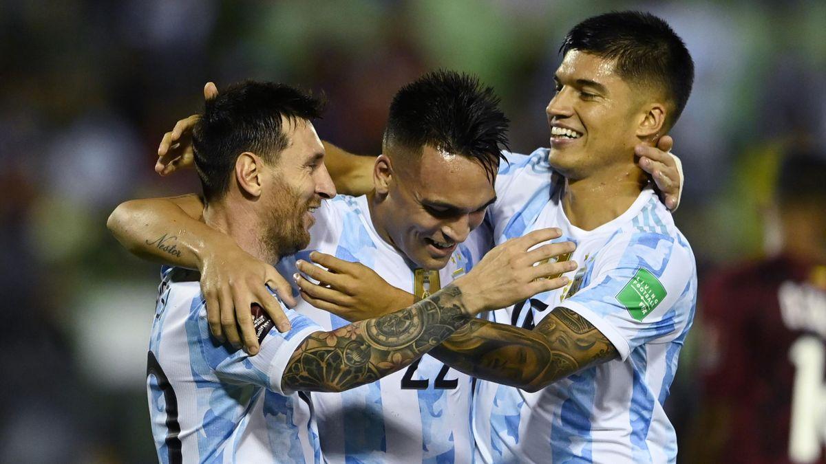 Lautaro Martinez festeggia insieme a Joaquin Correa e Leo Messi