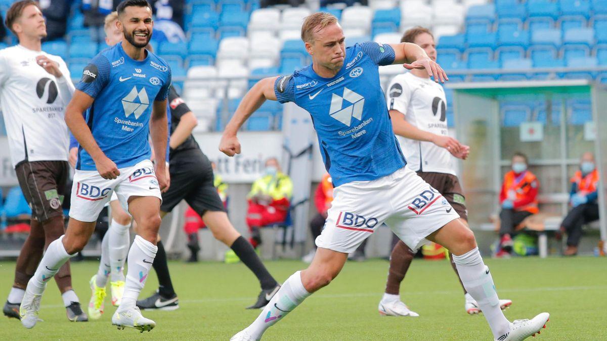 Martin Ellingsen jubler etter å ha doblet ledelsen for Molde fra straffemerket.