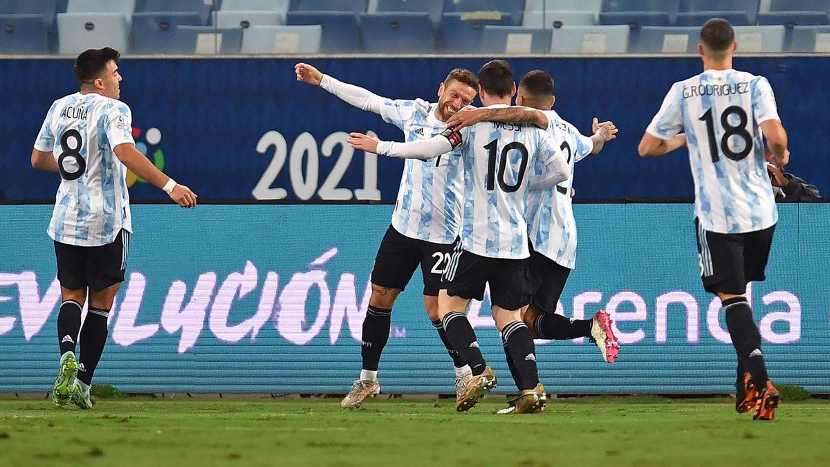 L'Argentina esulta per il gol del Papu Gomez contro la Bolivia, Copa America