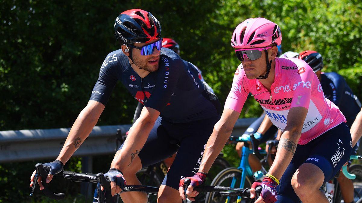 Filippo Ganna a colloquio con la nuova maglia rosa Alessandro De Marchi - Giro d'Italia 2021
