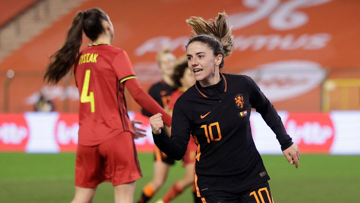 Danielle van de Donk (rechts) traf für die Niederlande im Länderspiel gegen Belgien