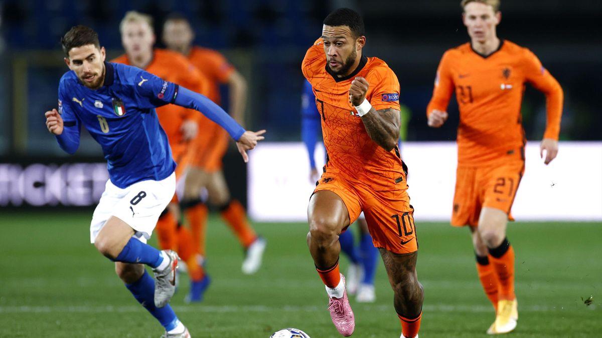 Memphis Depay (Pays-Bas) accélère contre l'Italie en Ligue des nations