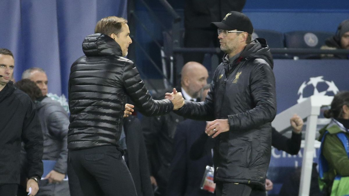 Coach of PSG Thomas Tuchel greets coach of Liverpool Jurgen Klopp following the UEFA Champions League Group C match between Paris Saint-Germain (PSG) and Liverpool FC at Parc des Princes stadium on November 28, 2018 in Paris, France