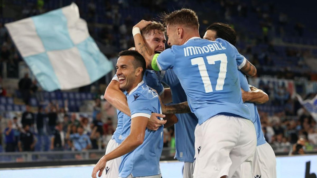 Basic esulta con i compagni per il gol in Lazio-Lokomotiv Mosca - Europa League 2021/2022