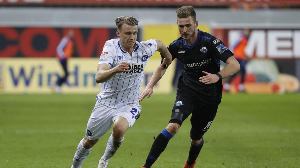 Marco Thiede (links; Karlsruher SC) und Dennis Srbeny (SC Paderborn)