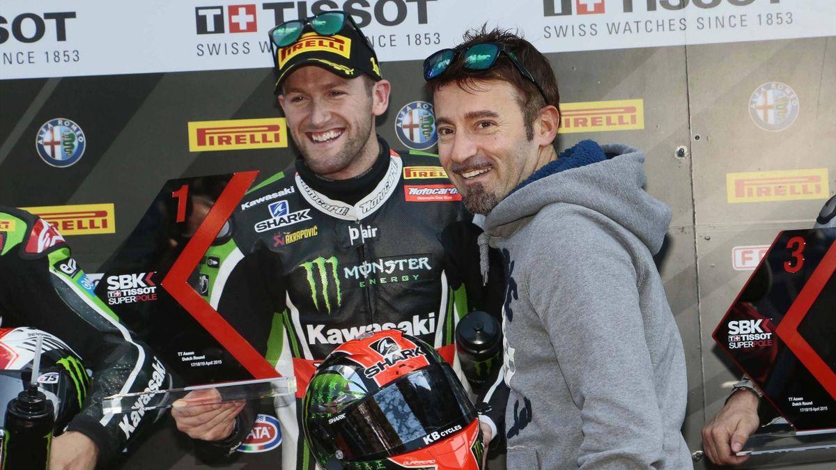 Max Biaggi (r.) steigt in Misano bei der Superbike-WM selbst wieder auf ein Motorrad