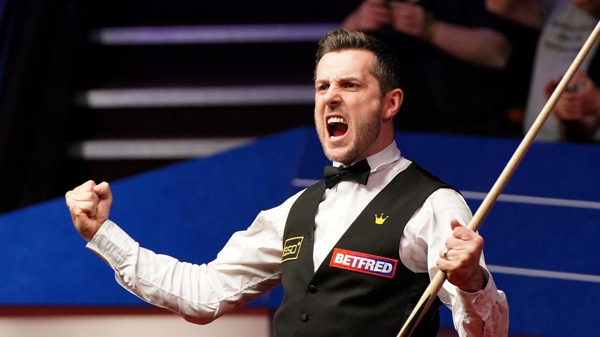 Mark Selby, celebrând câștigarea celui de-al 4-lea titlu mondial din carieră