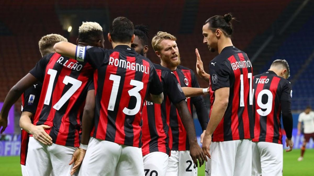 Zlatan Ibrahimovic (R) of AC Milan celebrates with his team-mates after scoring the opening goal during the Serie A match between AC Milan and AS Roma at Stadio Giuseppe Meazza on October 26, 2020