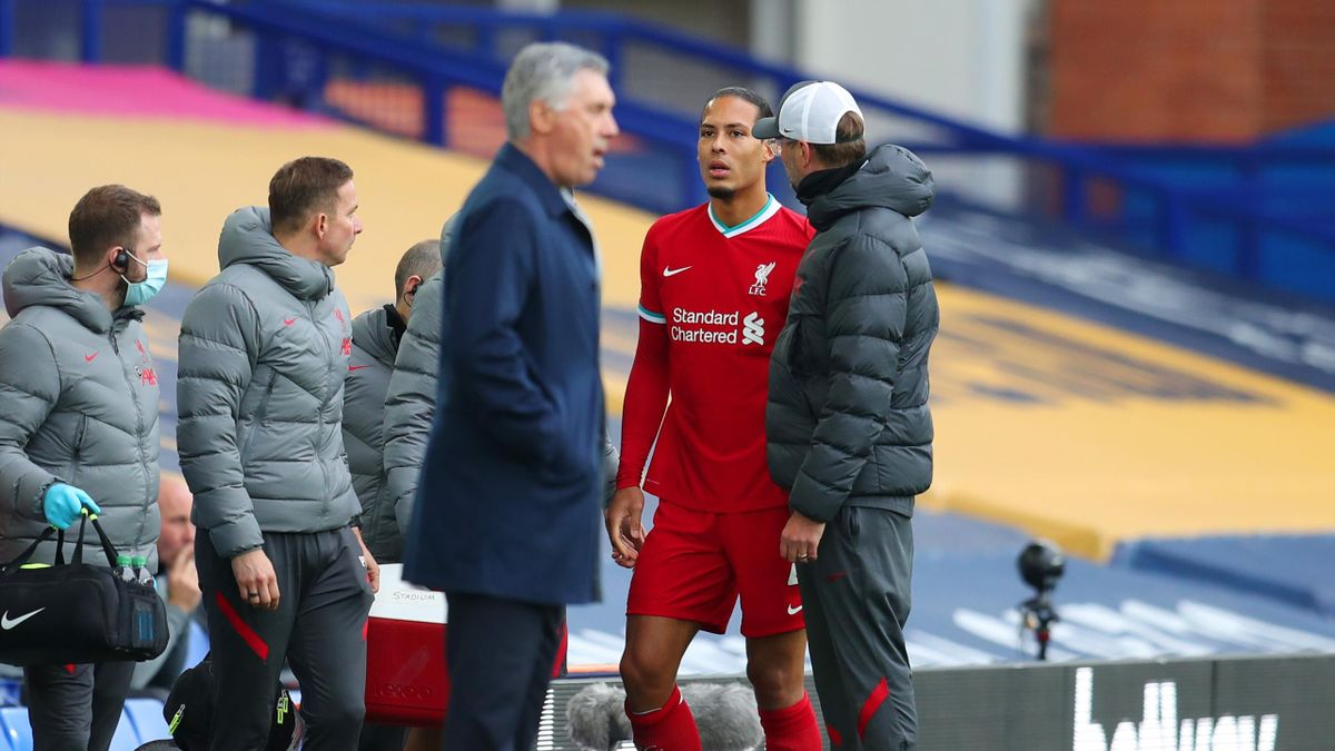 Virgil van Dijk of Liverpool speaks with Jurgen Klopp, Manager of Liverpool as he walks off the pitch after picking up an injury during the Premier League match between Everton and Liverpool at Goodison Park on October 17, 2020 in Liverpool, England.