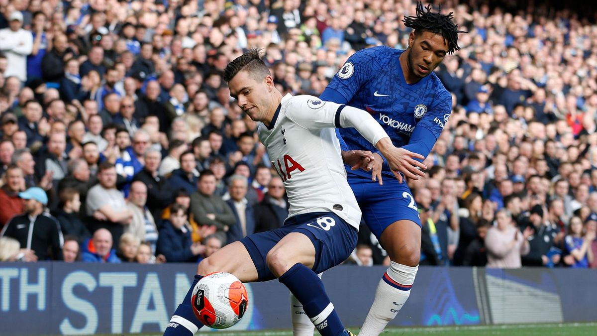 Reece James (R) tackles Giovani Lo Celso