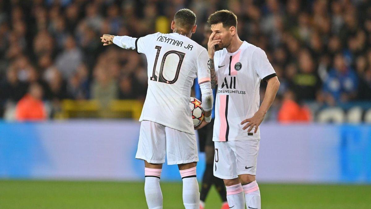 Neymar et Lionel Messi en pleine discussion