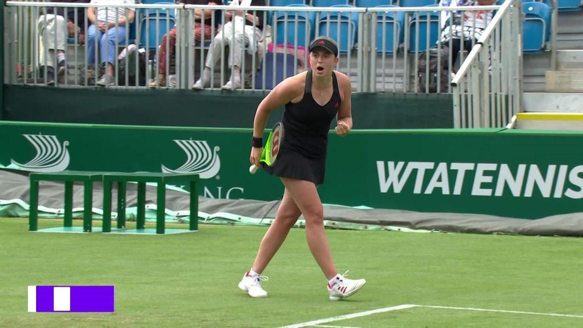 Остапенко накричала на тренера Жабер и поспорила с судей