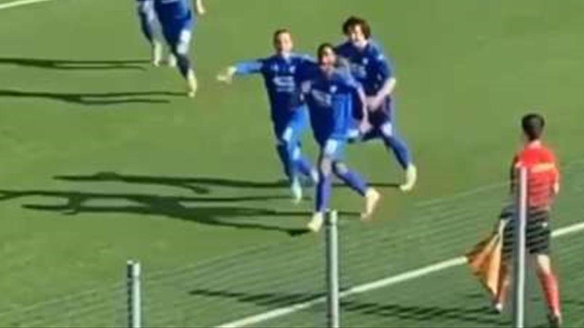 Isaac Drogba esulta per il gol con la Folgore Caratese