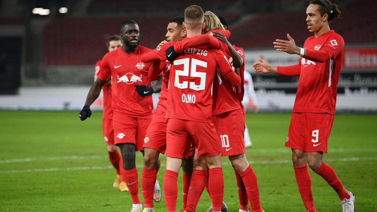 Dani Olmo of RB Leipzig celebrates with teammates after scoring their team's first goal during the Bundesliga match between VfB Stuttgart and RB Leipzig at Mercedes-Benz Arena on January 02, 2021