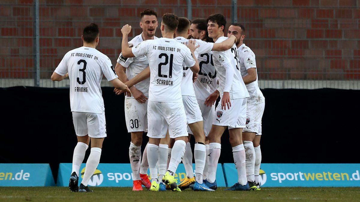 Der FC Ingolstadt jubelt über den Sieg gegen den KFC Uerdingen