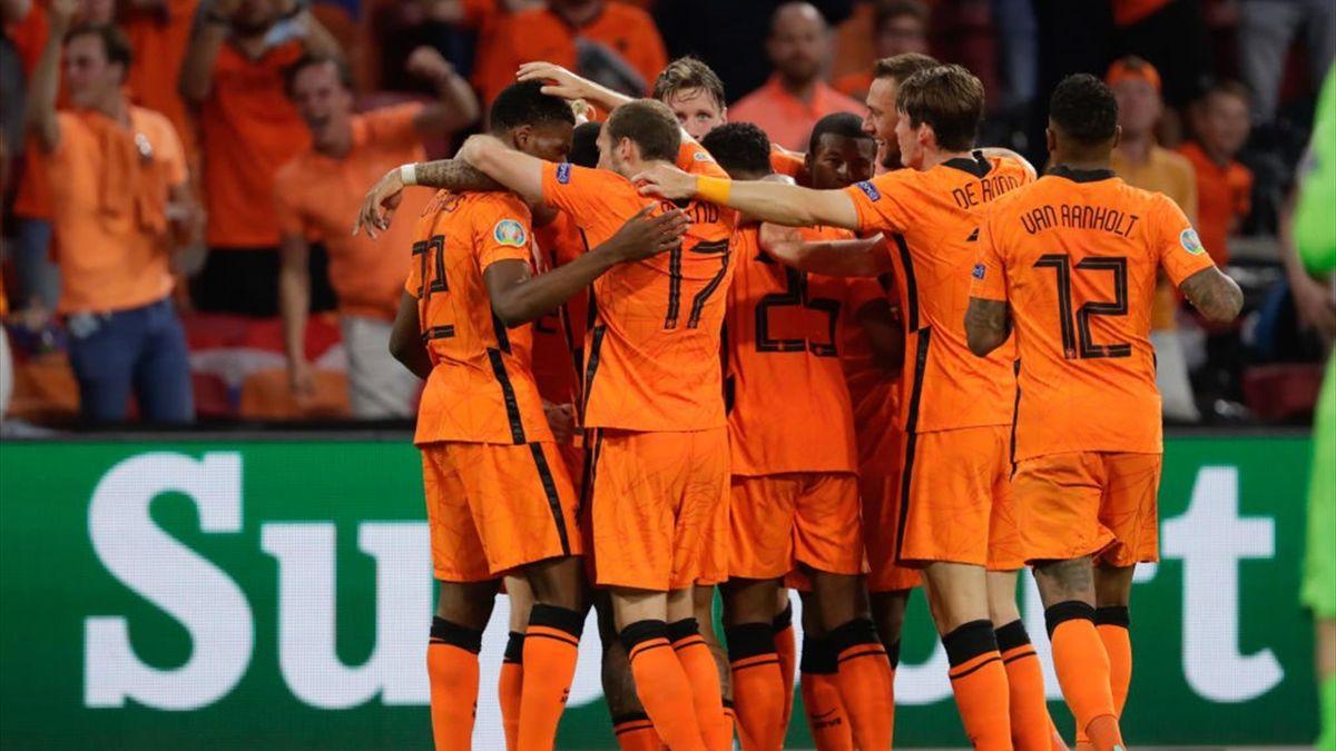 Dumfries esulta per un gol in Paesi Bassi-Ucraina - Eurorpei 2021
