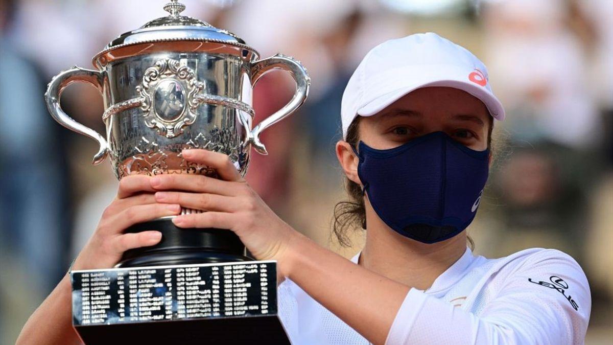 Het vrouwentennis heeft er een Grand Slamkampioene bij! Iga Swiatek speelde een weergaloos toernooi in Parijs, klopte in de finale Sofia Kenin en schreef zodoende Poolse tennisgeschiedenis.