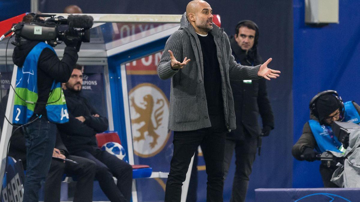 Хосеп Гвардиола смотрит, как «Манчестер Сити» проигрывает «Лиону» в Лиге чемпионов