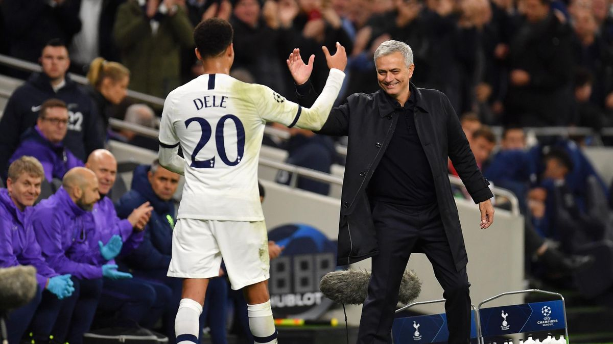 Dele Alli is congratulated by Jose Mourinho, Manager of Tottenham Hotspur as he leaves the pitch during the UEFA Champions League group B match between Tottenham Hotspur and Olympiacos on November 26, 2