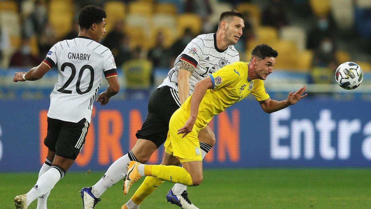 Serge Gnabry (l.) und Niklas Süle (m.) im Spiel Ukraine-Deutschland