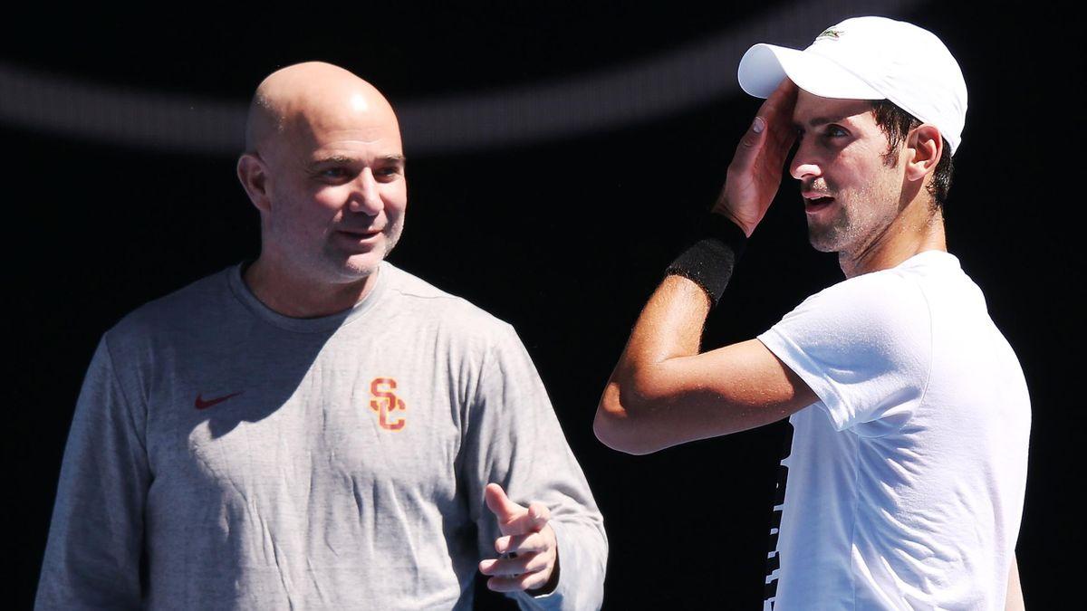 Andre Agassi (l.) und Novak Djokovic bei den Australian Open 2018