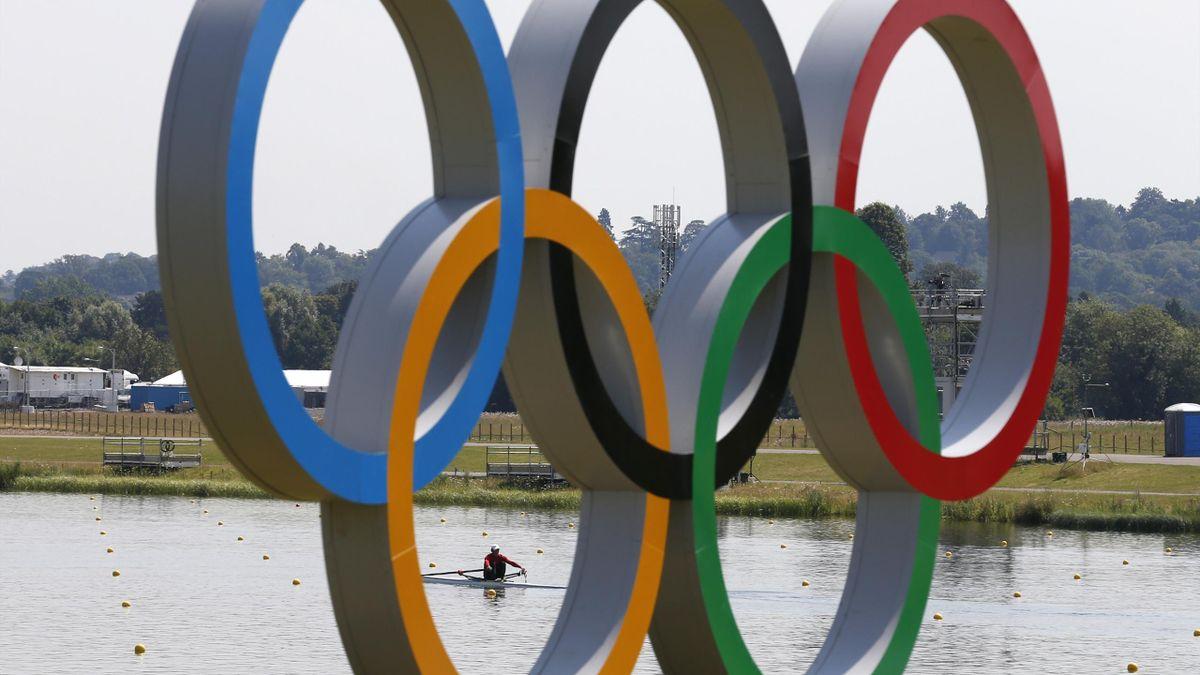 Olympic rings, generic (Reuters)