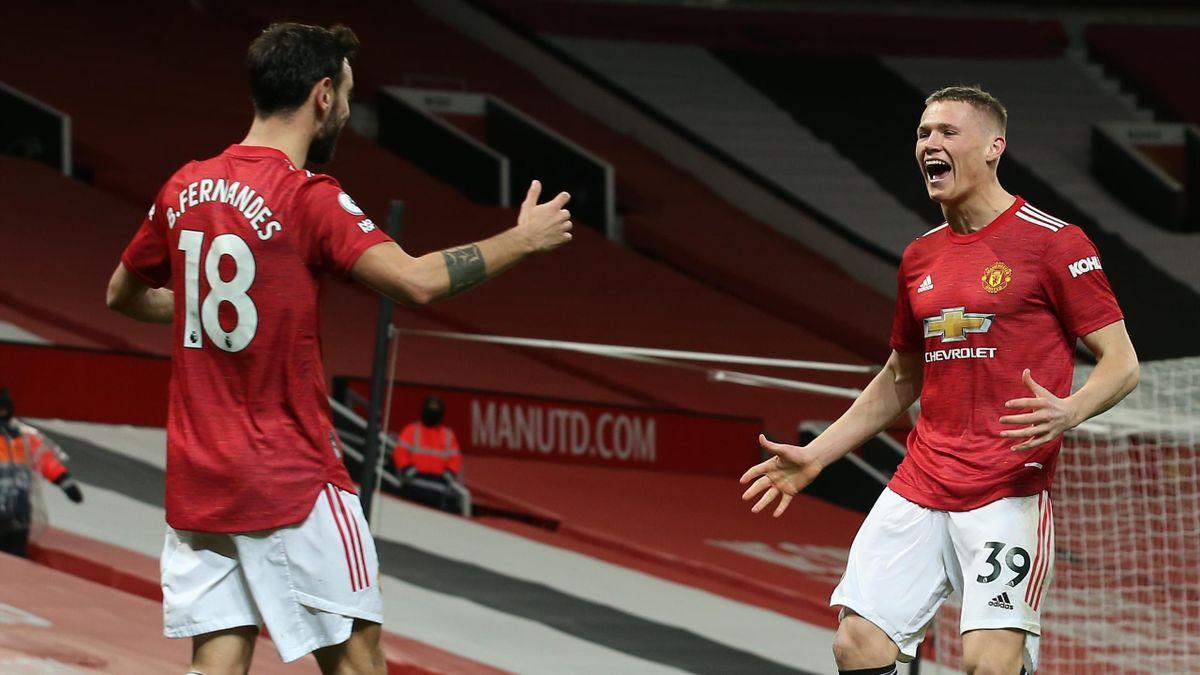 Scott McTominay (r.) und Bruno Fernandes von Manchester United freuen sich über das 1:0 gegen West Ham United