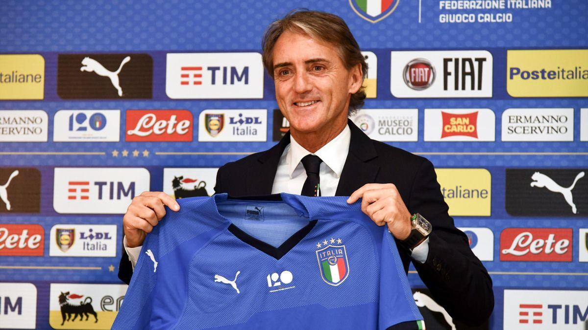 Roberto Mancini con la maglia azzurra dell'Italia