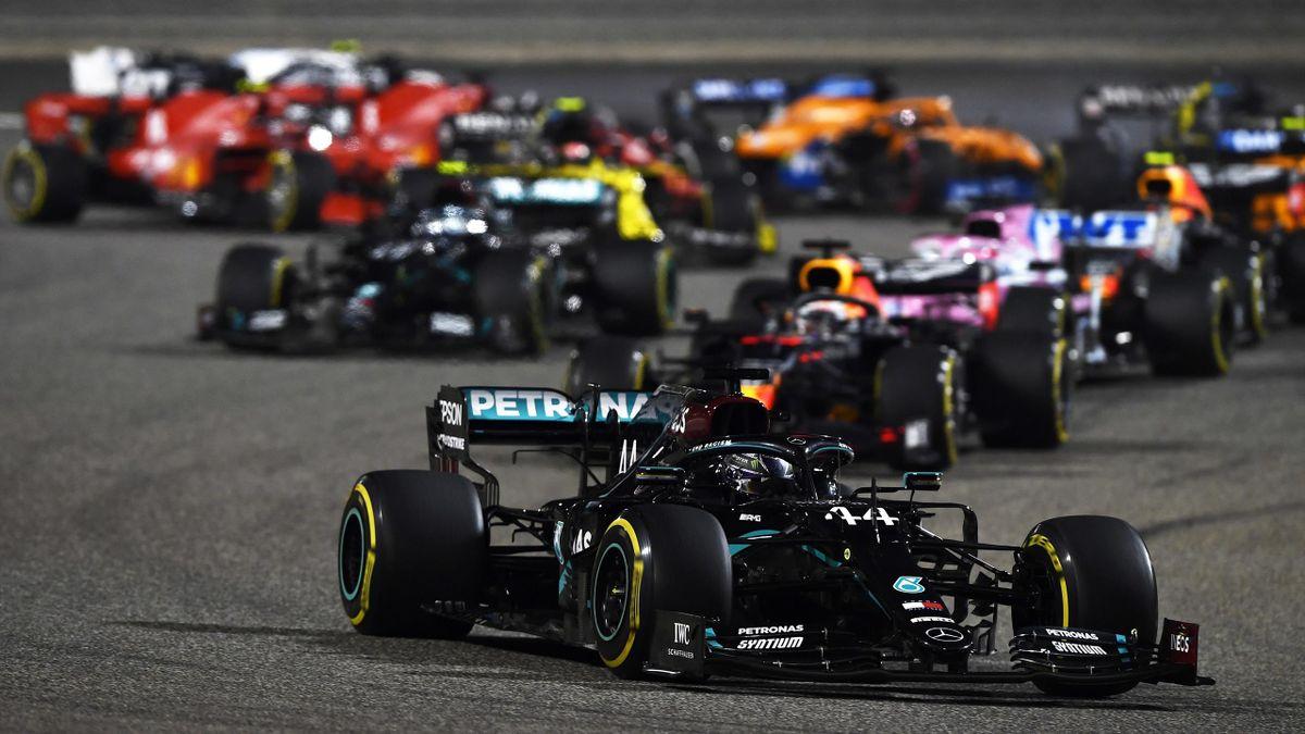 Lewis Hamilton führt Chaos-Rennen an - GP Bahrain 2020