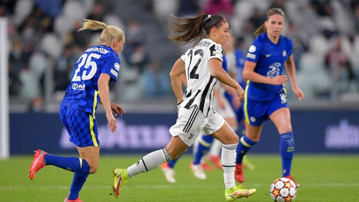 Agnese Bonfantini in azione durante Juventus-Chelsea - Champions League femminile 2021/2022