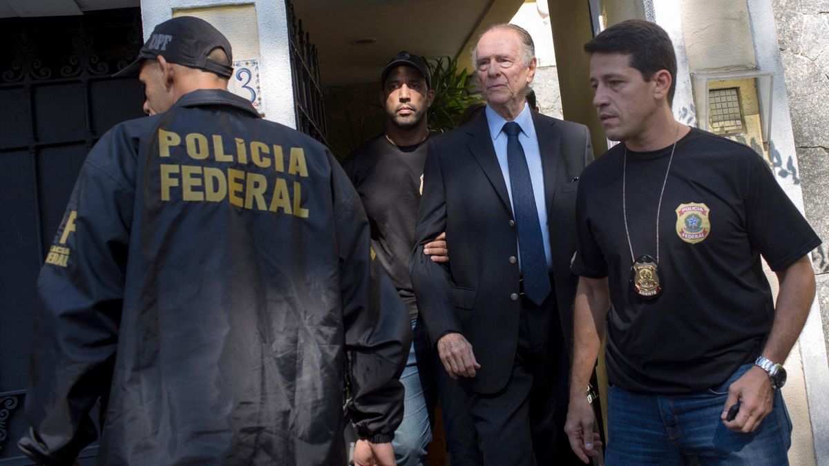 Brazil's Olympic Committee chief Carlos Nuzman (C) is escorted from his home by federal police in Rio de Janeiro on October 5, 2017. Brazilian police on October 5 arrested the chairman of the Brazilian Olympic Committee as part of a probe into alleged buy