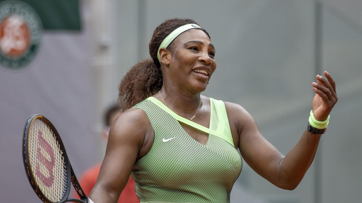 'Wow, I can't believe it!' - Ball hits Serena's racket in bizarre moment