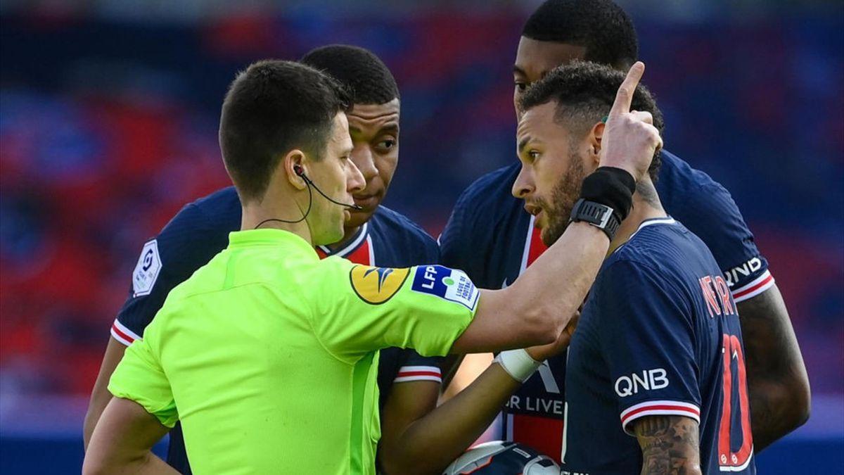 Neymar a fost eliminat în meciul pierdut de PSG cu 1-0 contra lui Lille