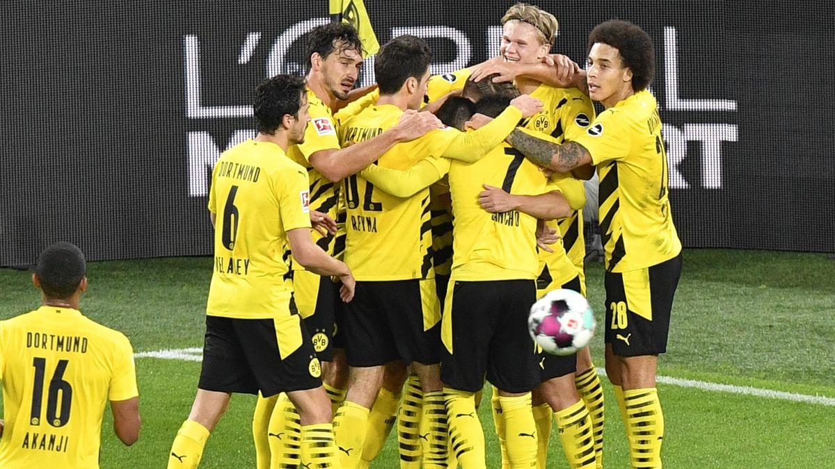Borussia Dortmund jubelt über ein Tor von Marco Reus gegen Bayern München