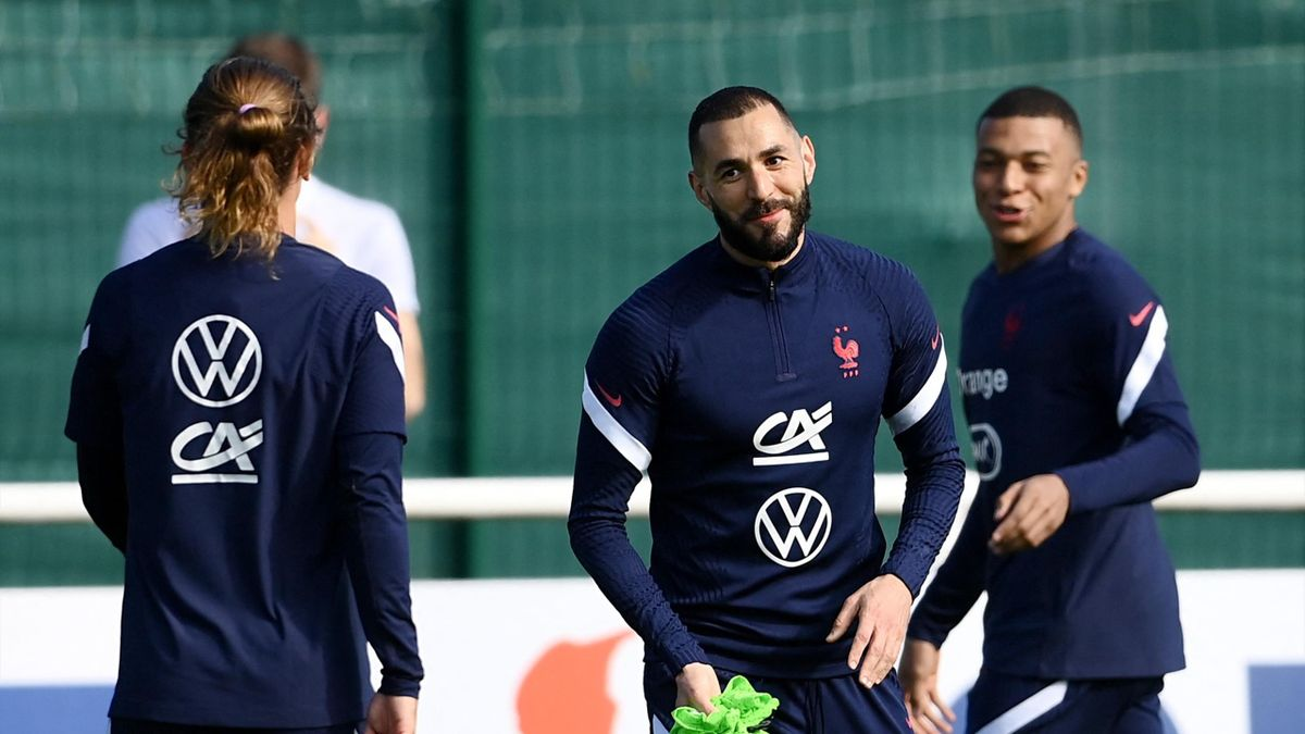 France's forward Karim Benzema (C) reacts next to France's forward Kylian Mbappe (R) and France's forward Antoine Griezmann