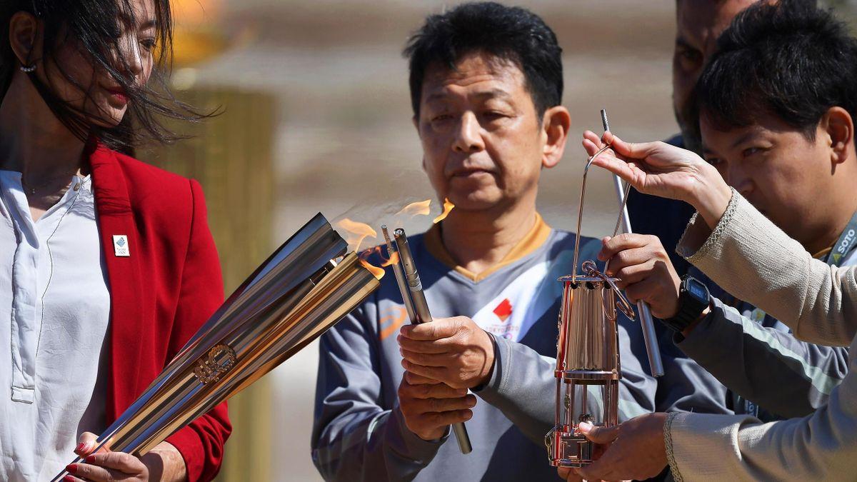 La llama olímpica parte hacia Japón