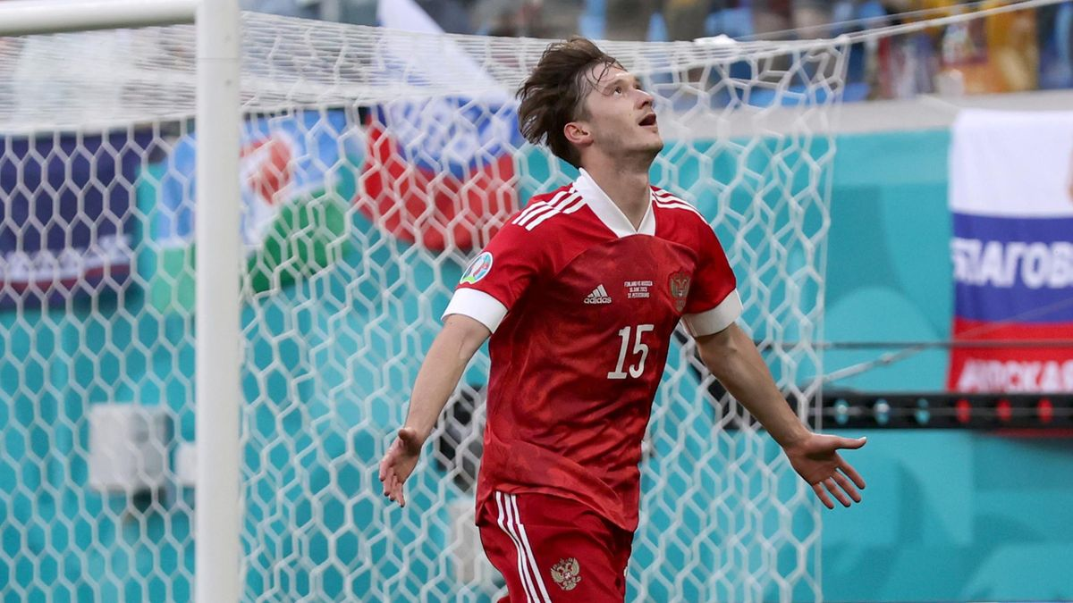 Russia's Aleksei Miranchuk celebreates his goal against Finland