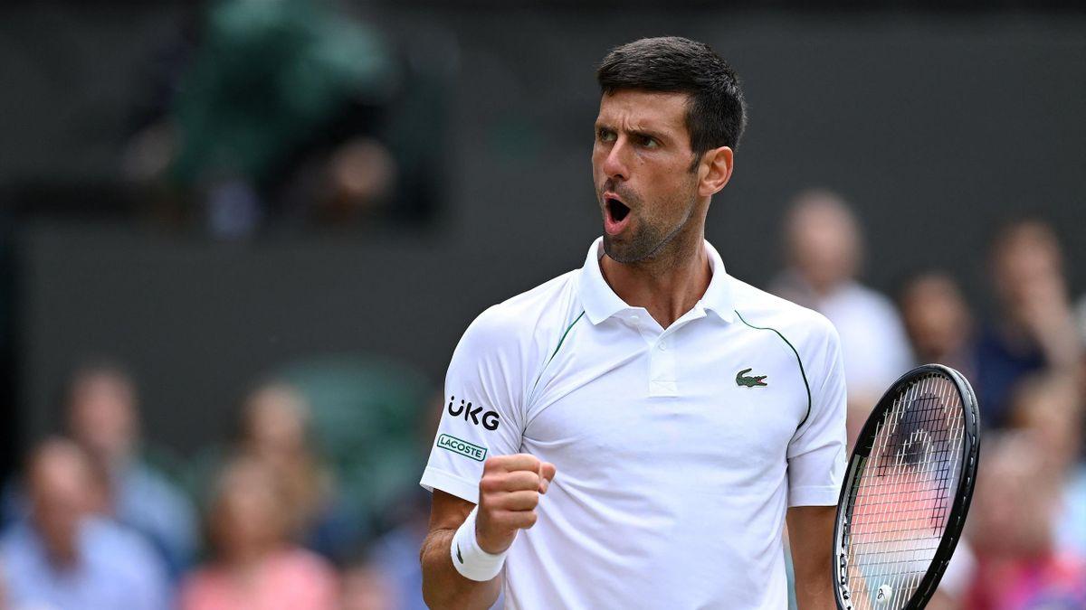 Novak Djokovic lors de son quart de finale contre Marton Fucsovics à Wimbledon 2021