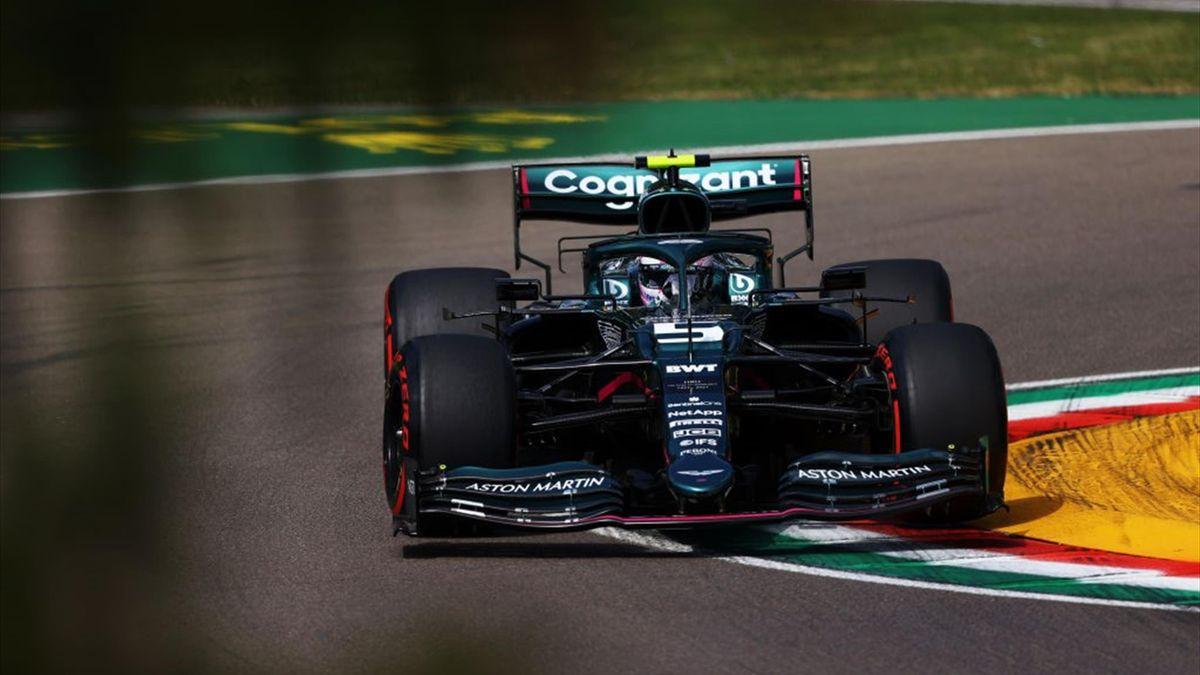Aston-Martin-Pilot Sebastian Vettel beim Training in Imola